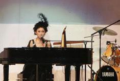 王苑之现场演奏钢琴
