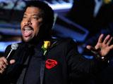 迈克尔杰克逊去世 莱昂纳尔-里奇献唱